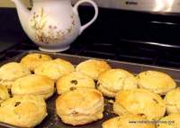 http://www.irishamericanmom.com/2011/10/05/irish-raisin-tea-scones/