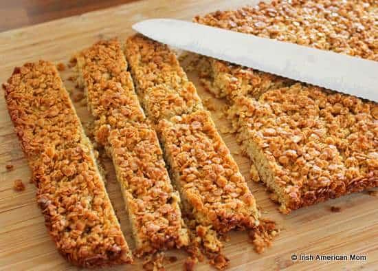 Slicing flapjacks or oat granola bars