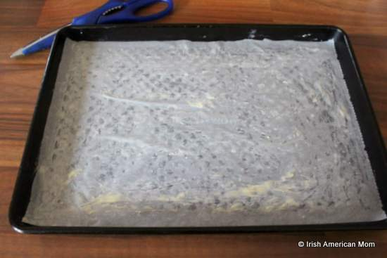 Lining a baking tray with parchment paper for a roulade