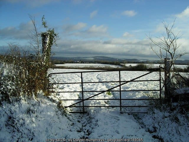 a-snowy-field-and-farm-gate-in-county-tipperary-ireland