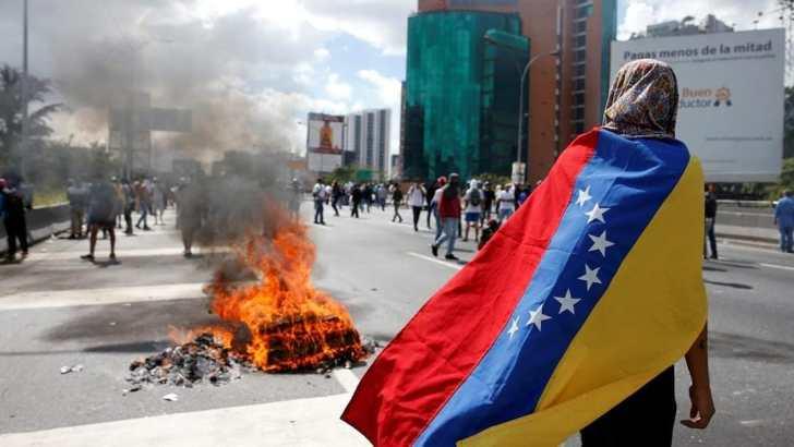 Pope Francis prays for Venezuela as referendum sparks more violence