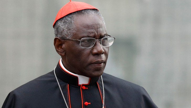 Cardinal criticises taking host in hand and not kneeling