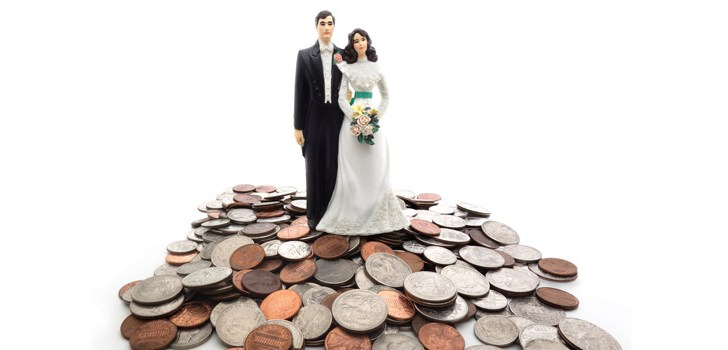 Couples 'postponing' marriage due to spiralling wedding costs