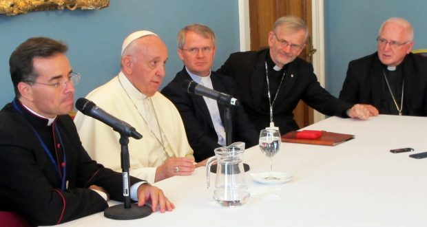 'Sterile' orders must pray for vocations, Pope tells Jesuits