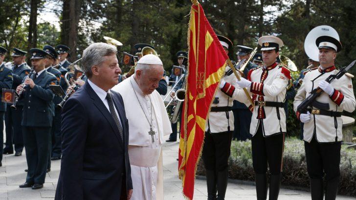 Extending pro-migrant theme, Pope calls Bulgarians to 'open doors'