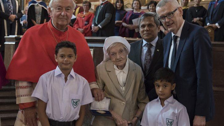 President honours Irish nun for award and work in Pakistan