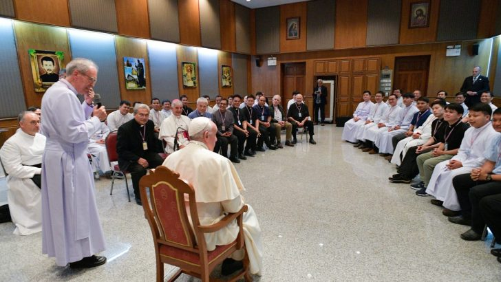 Pope vents frustration over lack of political will to implement Laudato Si'