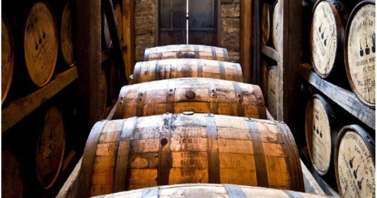 Bourbon – A Brief History and the 3 Classic Bourbon Drinks You should Know