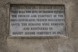 Plaque marking the original location of the French Huguenot Church and Cemetery (c) William Murphy/Flickr (CC BY-SA 2.0)
