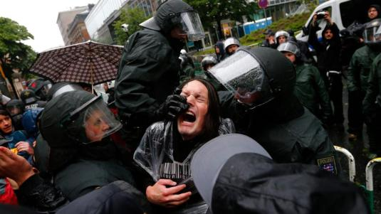Protesters surround ECB office in Frankfurt