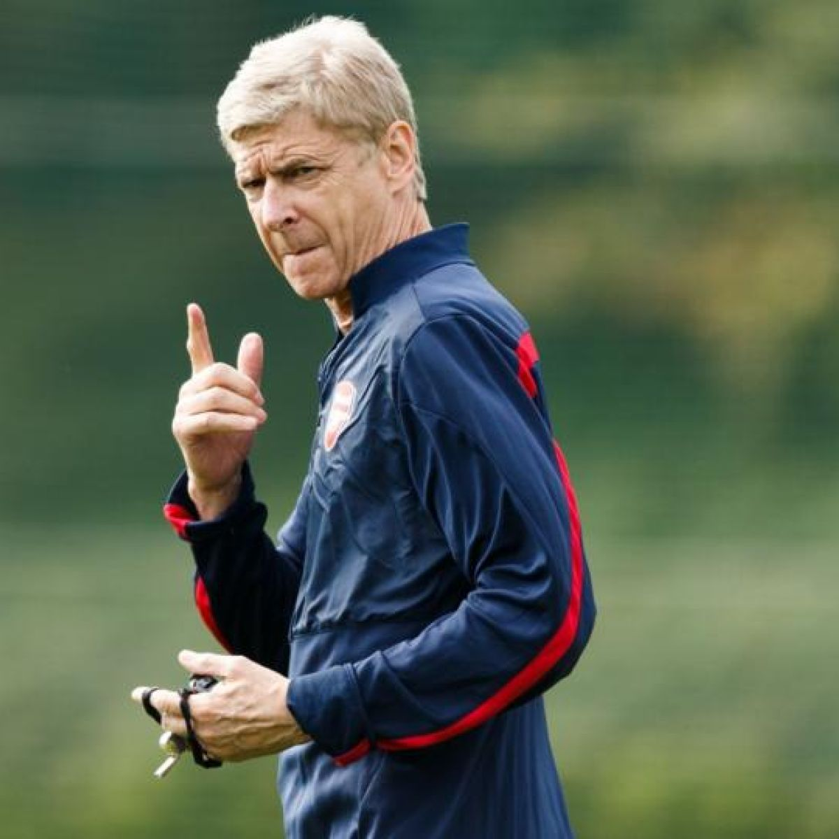 Wenger looking only for 'special' players