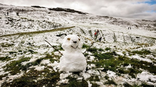 Cold weather returns this week as snow and sleet forecast ...