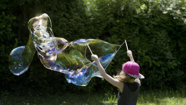 Making giant bubbles: always fun