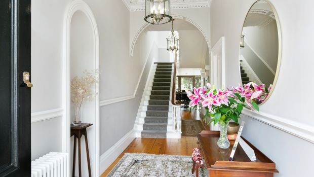 Entrance hall of 8 Crosthwaite Park East: fine period house on a grand old square