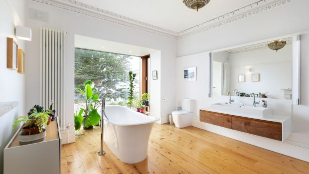 Bathroom of 8 Crosthwaite Park East: fine period house on a grand old square