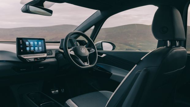 In the ID.3 we get swish graphic displays, haptic touch controls on the steering wheel and a overly-engineered electronic switch system for the driver to operate the rear electric windows