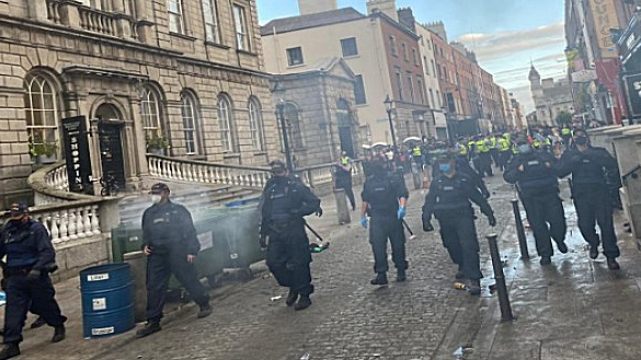 Gardaí eventully dispersed a large crowd of revellers who had gathered at Powerscourt off Grafton street.