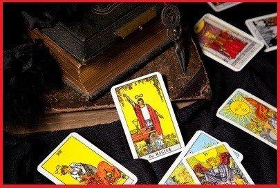 Un medium serieux predira votre avenir avec des tirages de cartes divinatoires gratuite et vous revelera tout