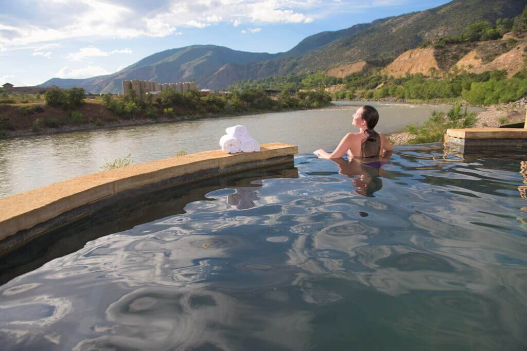 Iron Mountain Hot Springs - With over 27 natural hot springs in Colorado - your road trip has to include at least one! We chose the historic Glenwood Hot Springs. If you're traveling for a romantic couples trip - your best time to visit Glenwood hot Springs would be non-holiday weekdays. It's also a family friendly place to travel for family vacations. Hanging Lake Colorado, Yumpah hot Springs Caves, Yumpah Sauna Caves, Where to eat in Glenwood Springs #traveldestinations #roadtrips #traveltips #colorado #usaroadtrips