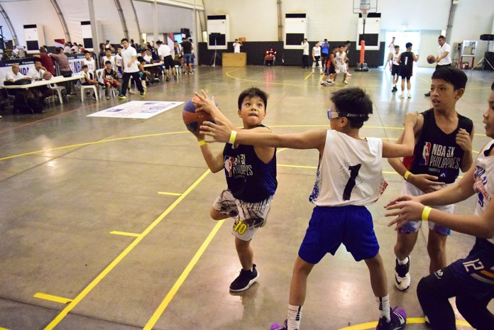 ALL HEART. Boys U13 Division players give their all in the semifinals.