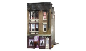 Woodland Scenics HO Built and Ready Betty's Burning Building BR5051