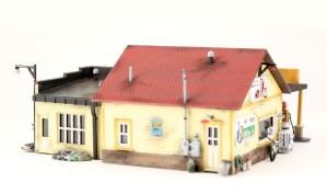 Woodland Scenics HO Sonny's Super Service Kit PF5183