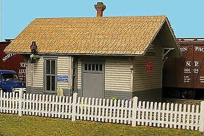 Monroe Models 9308 N Scale Kit Ornate Picket Fence