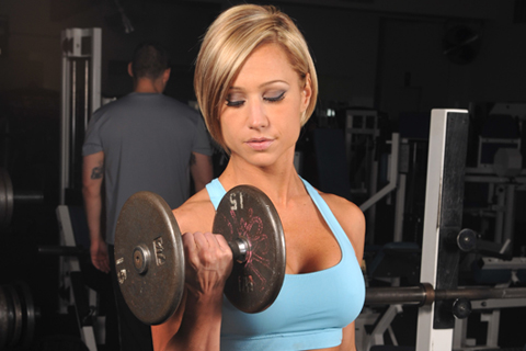 woman doing a dumbell curl