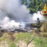 FOTO E VIDEO/A fuoco materiale di risulta a Prata: intervengono i Vdf