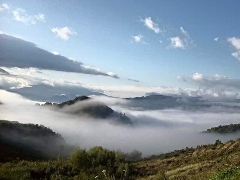 Splendido cielo che ricopre la città di Tufo