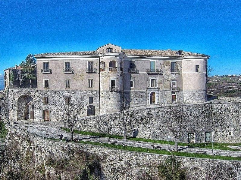 Castello Gesualdo lato SE