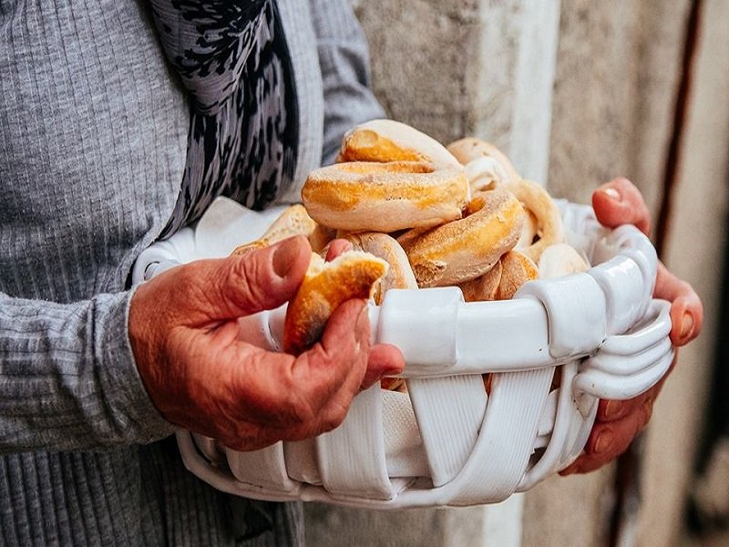 tortani Festa del 28 aprile a Castelvetere