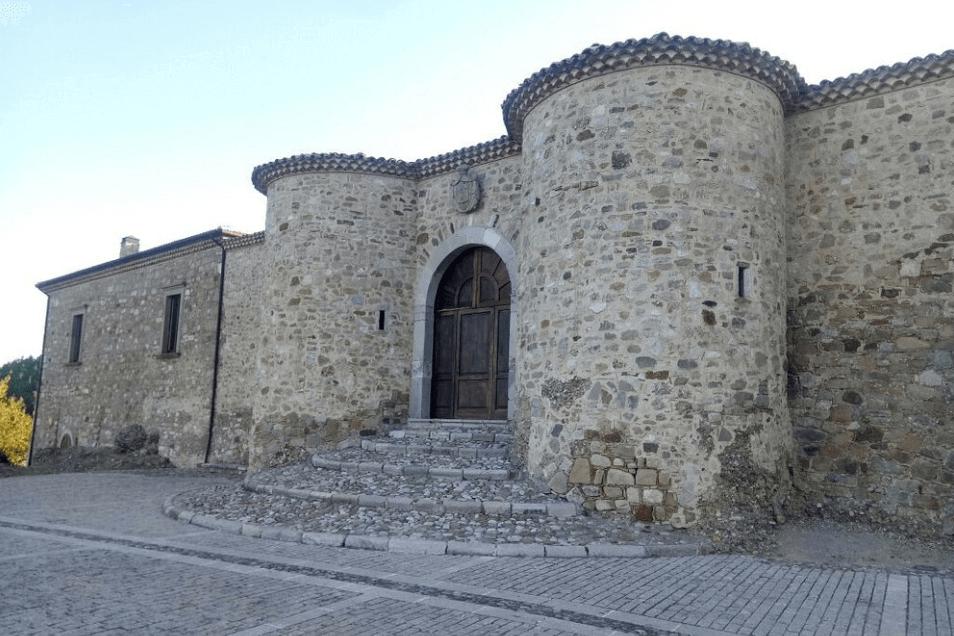 castello principi biondi morra de sanctis Luoghi da visitare in Alta Irpinia