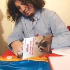 Karim Akkouche. Auteur, journaliste: «Le Système porte un képi et un qamis»