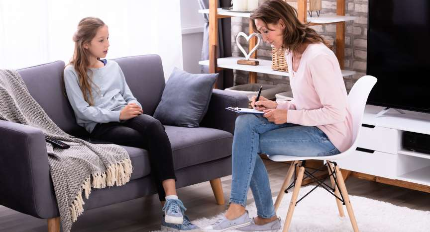 Young girl seeing an accelerated resolution therapist to treat reactive attachment disorder