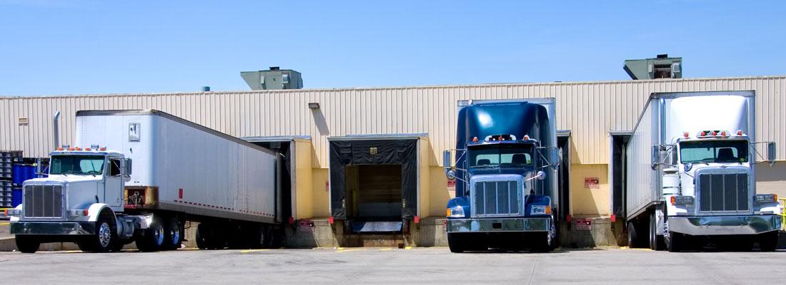 Camions au dock