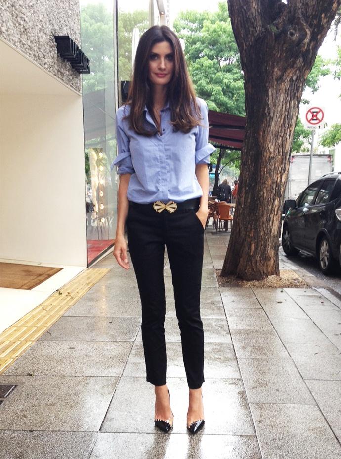 look_isabella_fiorentino_camisa_jeans_calca_preta