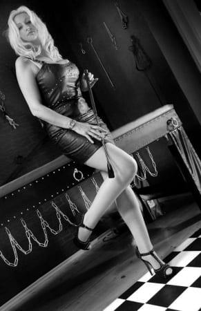 Lady Alexa - BDSM Bild des Tages