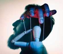 Erotische Hypnose Bild 11 - Mann wird manipuliert