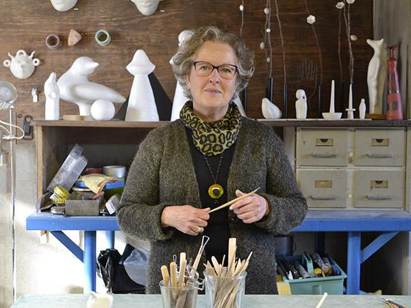 Isabelle d'Argoeuves dans son atelier