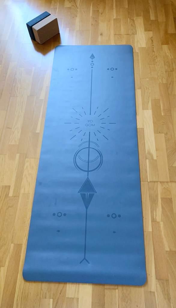 accessoires de yoga à choisir le tapis de yoga yogom