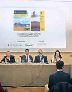 (Α-Δ): Ο κ. Εμμανουήλ Αλεξάνδρου (Operations Manager της Alkon Holding Inc.), ο Δρ. Γεώργιος Γράτσος (Πρόεδρος της HELMEPA και της Standard Bulk Transport Corp.), ο καπτ. Δημήτρης Ματθαίου (CEO της Arcadia Shipmanagement και της Aegean Bulk και Πρόεδρος του Green Award Foundation) ο κ. Βαλέντιος Βαλεντής (Πρόεδρος και CEO της Pyxis Tankers Inc.) και η κ. Εύα Τζίμα (Research Director της Intermodal Shipbrokers Co.).