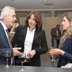 (Α-Δ): Ο καπτ. Διονύσιος Πετρόπουλος (Kyklades Maritime), η κ. Χριστίνα Καρακαϊδου (Kyklades Maritime) και η κ. Τζωρτζίνα Ρηγοπούλου (GasLog).