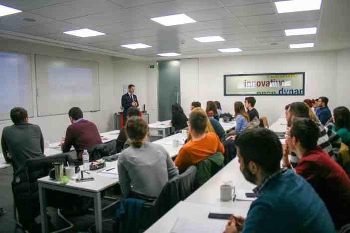 Στιγμιότυπο από την παρουσίαση του κ. Διονύσιου Χριστοδουλόπουλου, Managing Director της MAN Energy Solutions Hellas