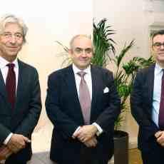 (Α-Δ): Ο κ. Στάμος Ι. Φαφαλιός, πρόεδρος του εκτελεστικού συμβουλίου του The Hellenic Centre, ο κ. Χαράλαμπος Ι. Φαφαλιός, πρόεδρος του Greek Shipping Co-operation Committee και ο κ. Ηλίας Μπίσιας