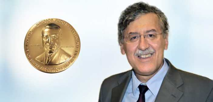 ProfSpyrou_Davidson_medal_announcement_Greek-1