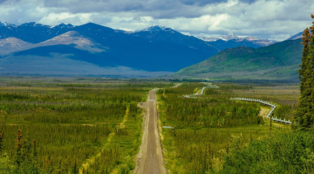 Dalton Highway - It is all dirt road and oil pipeline