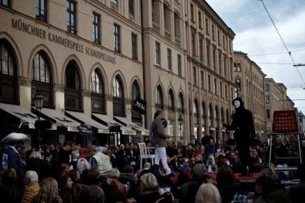 100 MK 100 TISCHE – Kammerspiele München | Foto: Monika Schreiner ISARBLOG