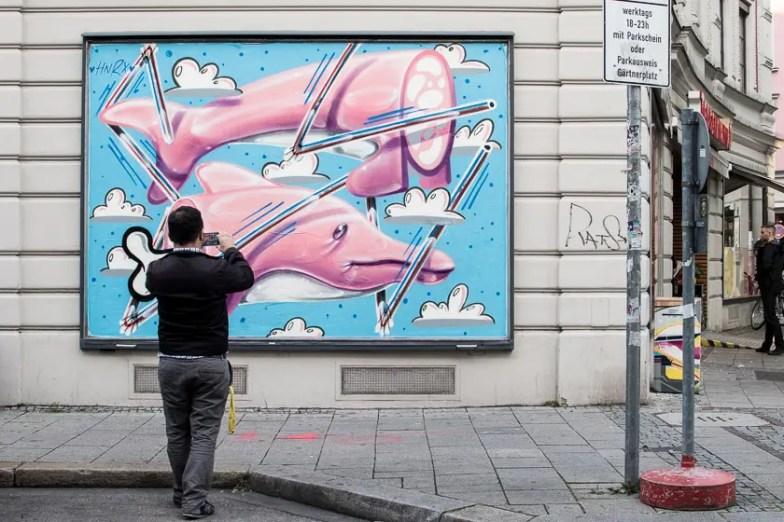 Kunstwerk von HNRX auf der Fassade vom Tengelmann am Gärtnerplatz   Foto: Monika Schreiner