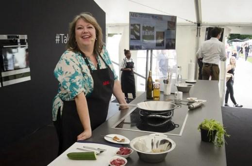 Foodbloggerin Claudia Zaltenbach in der AEG Kochschule - ISARBLOG